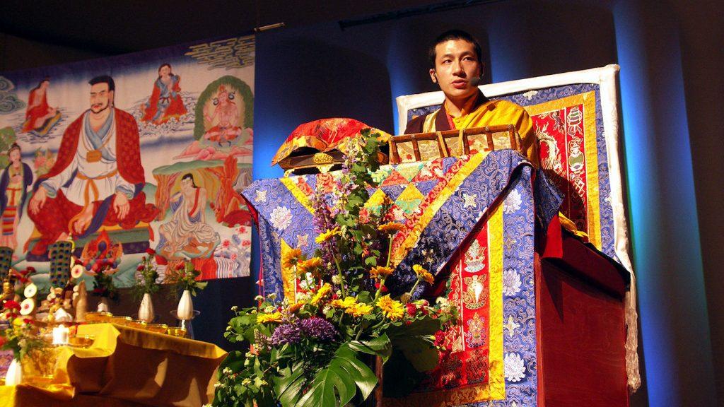 Gyalwa Karmapa antamassa Marpa-initiaatiota Kulttuuritalolla 12.6.2007