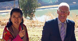 Bhutanin kuningataräiti ja lama Ole Nydahl