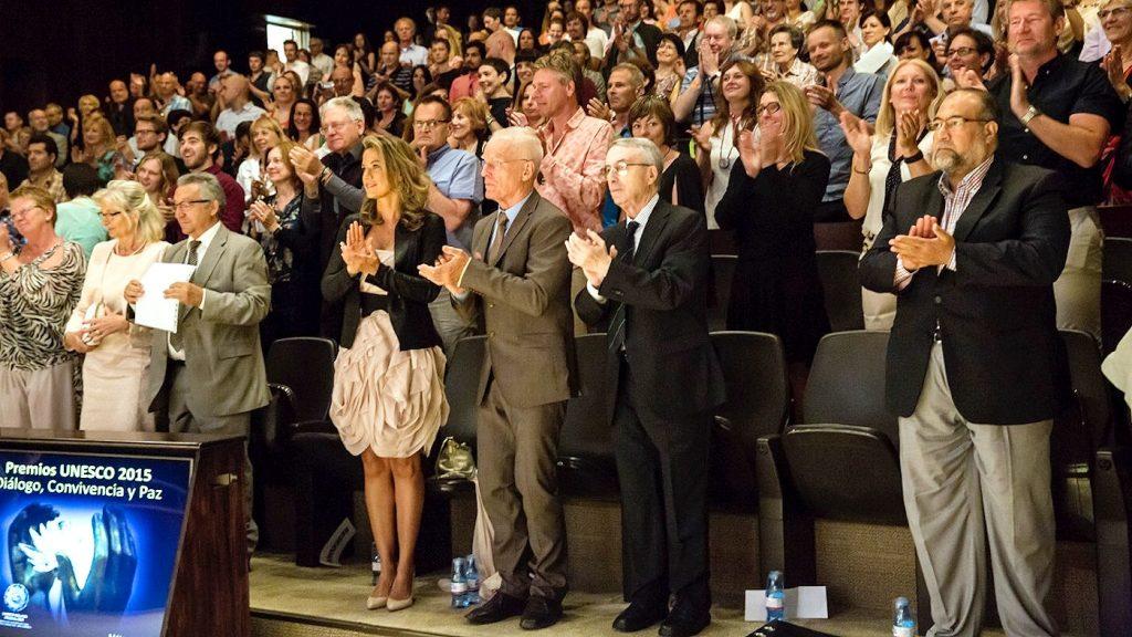 Lama Ole Nydahl ja hänen vaimonsa Alexandra Munoz Barboza seremonian aikana