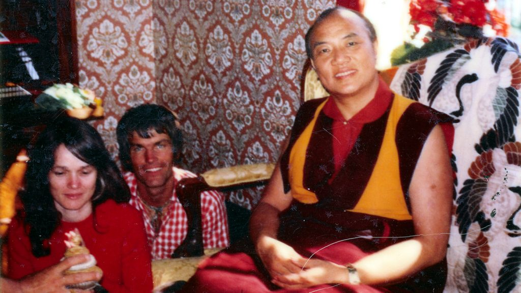 16. Karmapa Rangjung Rigpe Dorje, lama Ole ja Hannah Nydahl Kööpenhaminassa vuonna 1973