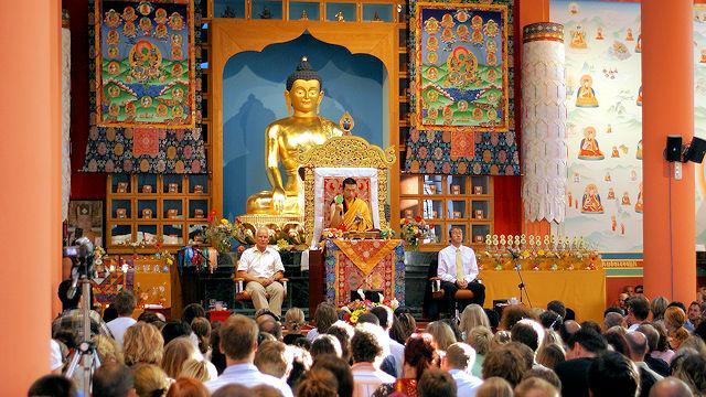 H.P. 17. Karmapa Thaye Dorje Karma Guenin retriittikeskuksessa