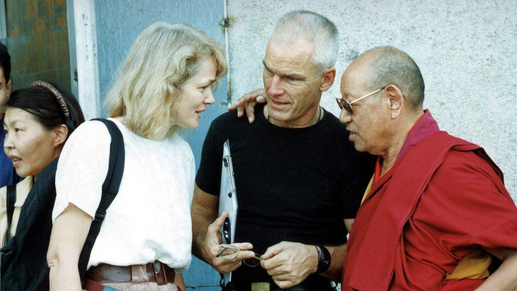 Hannah ja lama Ole Nydahl Lopön Tsechu Rinpochen seurassa